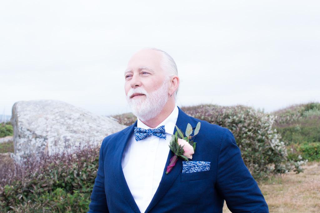 Ett sommarbröllop vid havet och ett charmigt brudpar!- Best man vid havet! | www.photobymjse.se