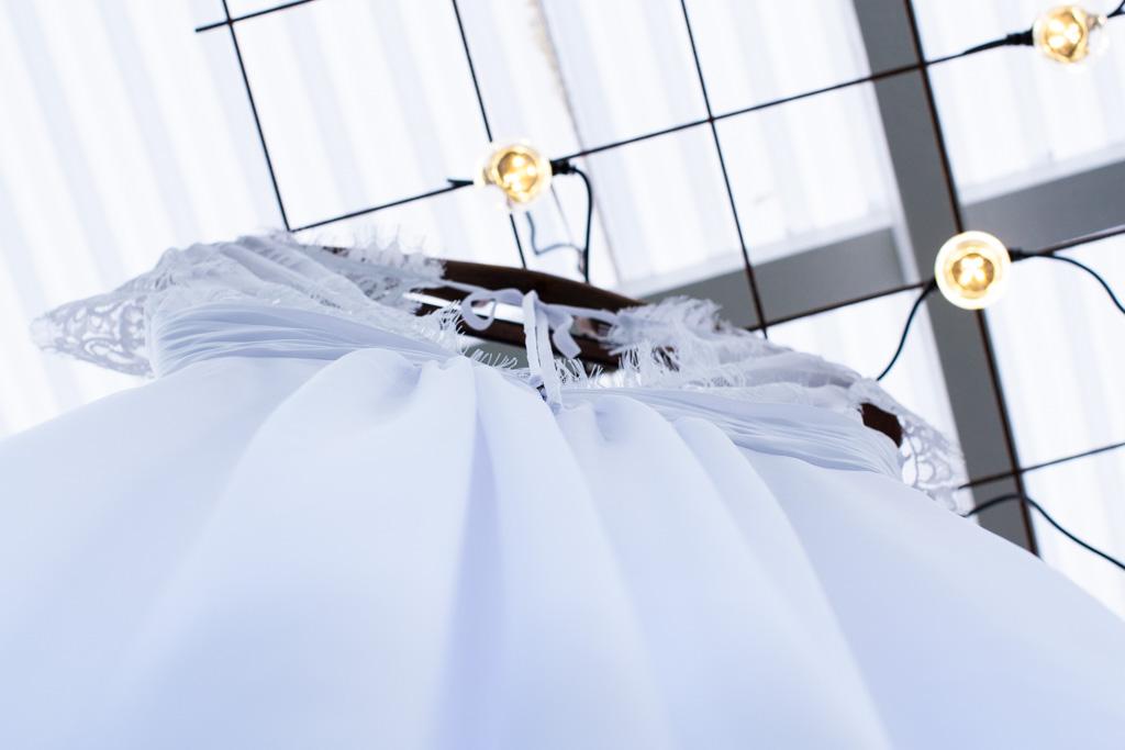 Jag har fotat en Älva och en Rockstjärna i skogen!- Brudens klänning i taket!   photobymj.se
