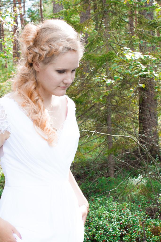 Jag har fotat en Älva och en Rockstjärna i skogen!- Porträtt bruden i skogen   photobymj.se