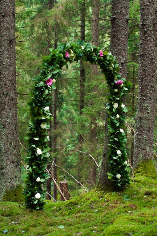 Jag har fotat en Älva och en Rockstjärna i skogen!- Vigselbåge i skogen!   photobymj.se