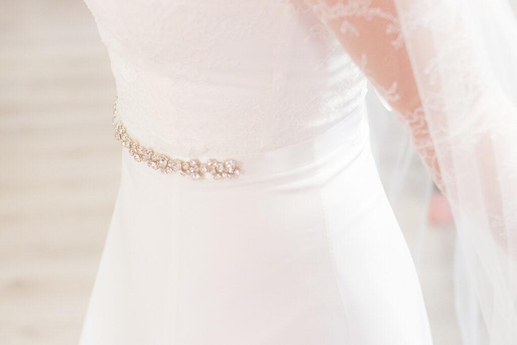 Liselle- Detaljbild på brudklänningen | photobymj.se