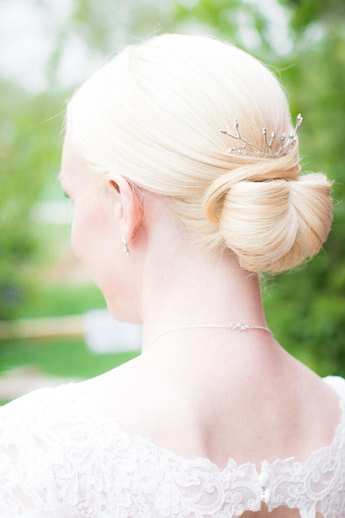 Brudmässa Dahlbogården - Detaljbild hårsmycke | photobymj.se
