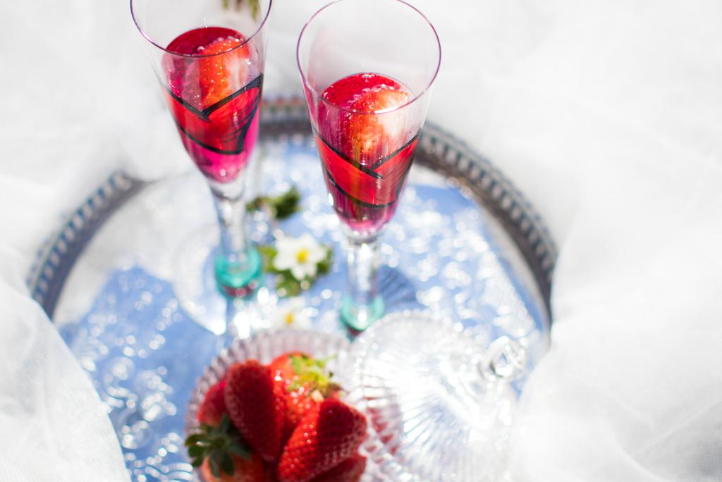 Torpanäset - Porträtt Jordgubbar i Champagne | photobymj.se