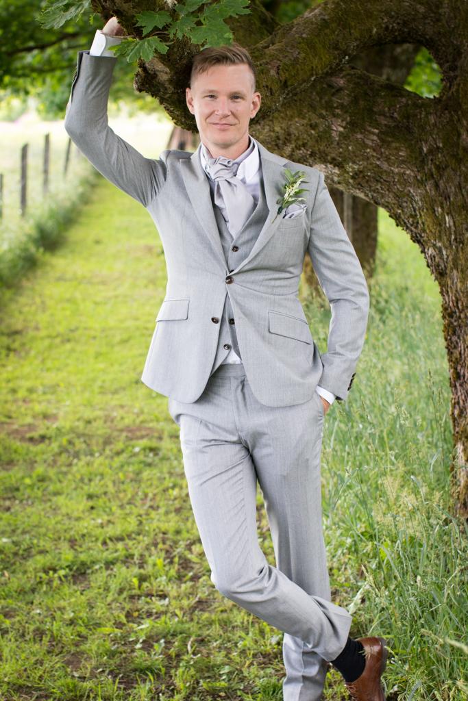 Grön Fotografering - Brudgumsporträtt | photobymj.se
