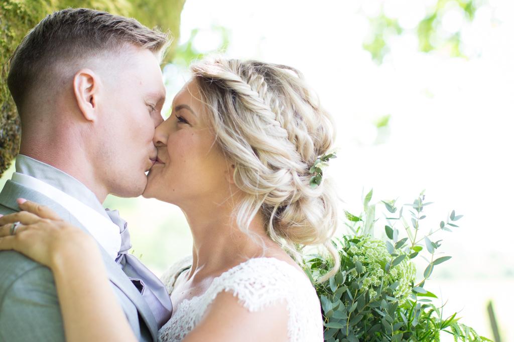 Grön Fotografering - Brudporträtt på brudparet | photobymj.se