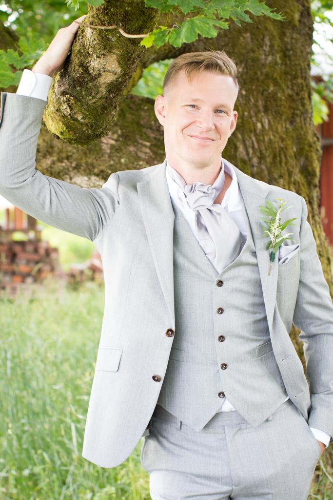 Grön Fotografering - En charmig brudgum | photobymj.se