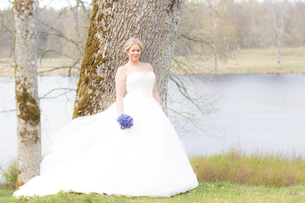 Torpa Stenhus - Brudporträtt i vacker natur | photobymj.se