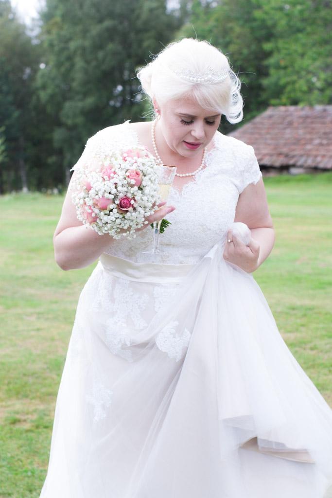 En bröllopsfotografering i Smålands djupa skogar!- Första blicken! | www.photobymj.se