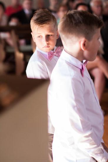 En bröllopsfotografering i Smålands djupa skogar!- Barn på bröllop!   www.photobymj.se