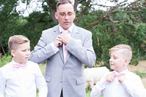 En bröllopsfotografering i Smålands djupa skogar!- Barn på bröllop - förberedelser! | www.photobymj.se