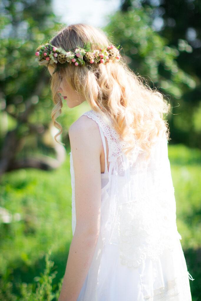 Wilma - Brudporträtt blomsterkrans i håret | photobymj.se