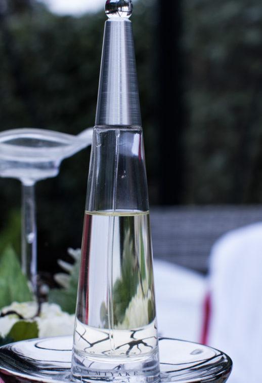 Ett sommarbröllop vid havet och ett charmigt brudpar!- Parfym till bruden! | www.photobymjse.se