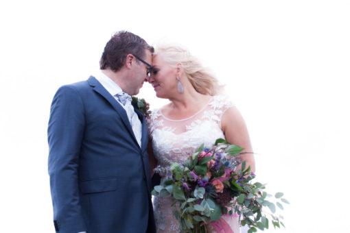 Ett charmigt brudpar vid havet- Vackra porträtt brudparet! | www.photobymjse.se