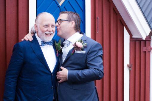 Ett sommarbröllop vid havet och ett charmigt brudpar!- Brudgummen delar hemlisar med Bets man! | www.photobymj.se