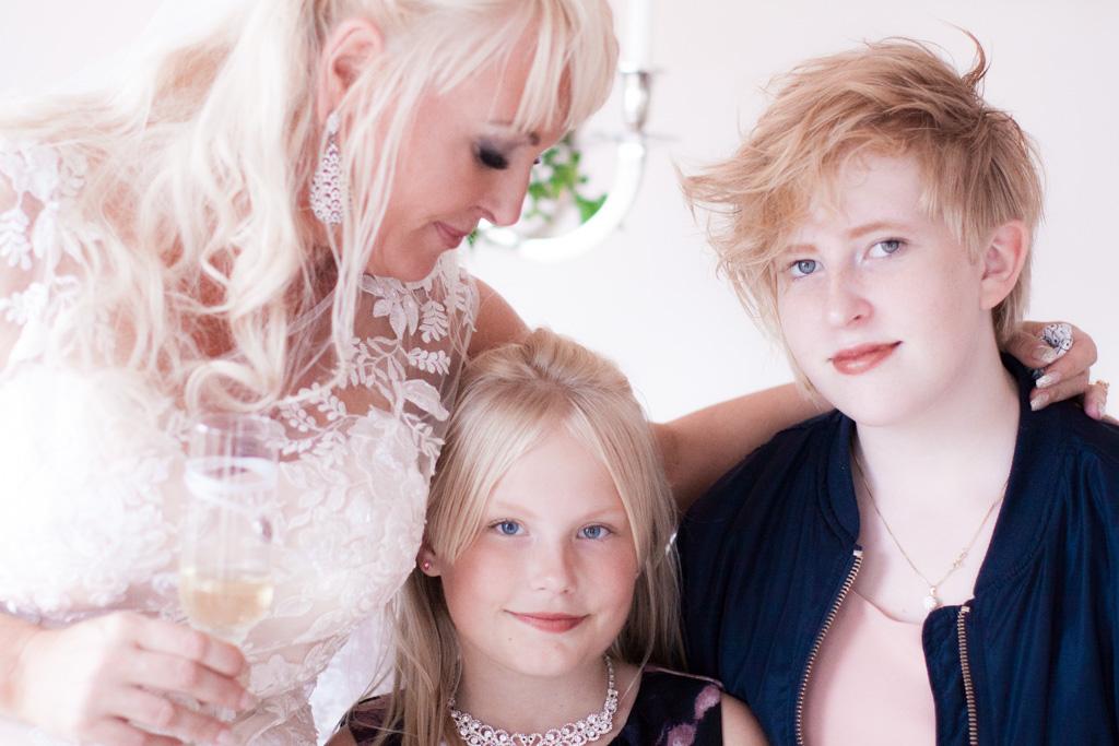 Ett sommarbröllop vid havet och ett charmigt brudpar!- Barn på bröllop | www.photobymj.se