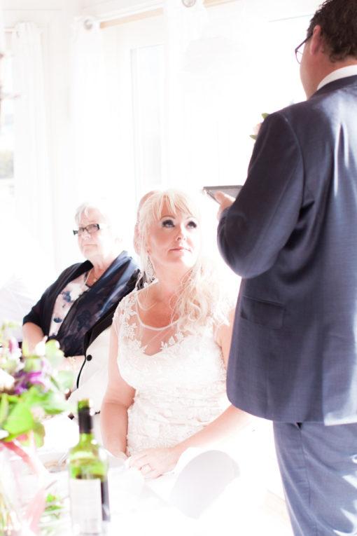 Ett sommarbröllop vid havet och ett charmigt brudpar!- Brudgummen håller ett gripande tal! | www.photobymj.se