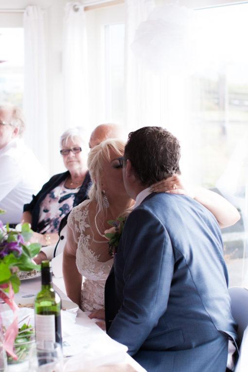 Ett sommarbröllop vid havet och ett charmigt brudpar!- Efter brudgummens tal | www.photobymj.se