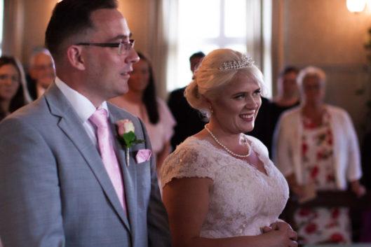 En bröllopsfotografering i Smålands djupa skogar!- Löftena är en viktig del av vigselceremonin!   www.photobymj.se