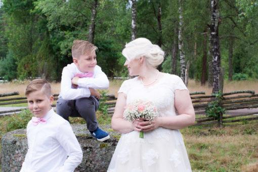 En bröllopsfotografering i Smålands djupa skogar!- Barn på bröllop! | www.photobymj.se