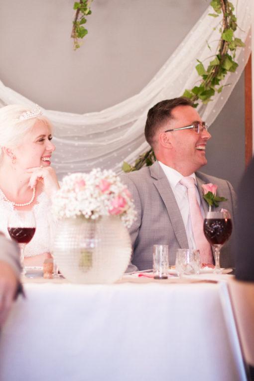En bröllopsfotografering i Smålands djupa skogar!- Bröllopstal vid middagen!   www.photobymj.se