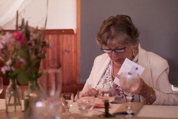 En bröllopsfotografering i Smålands djupa skogar!- Placera de äldre vid honnören!   www.photobymj.se