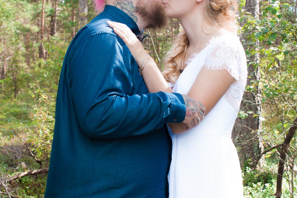 Jag har fotat en Älva och en Rockstjärna i skogen!- Porträtt brudparet i skogen! | photobymj.se