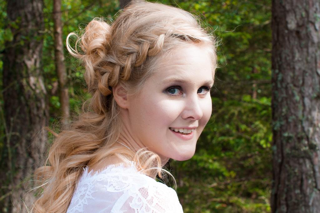 Jag har fotat en Älva och en Rockstjärna i skogen!- Porträtt bruden i närbild! | photobymj.se