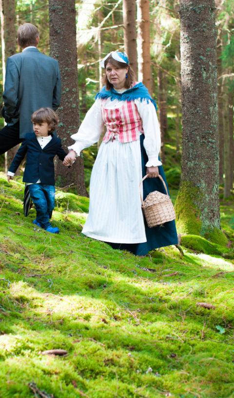 Jag har fotat en Älva och en Rockstjärna i skogen!- Porträtt brudens mor och ringbäraren!   photobymj.se