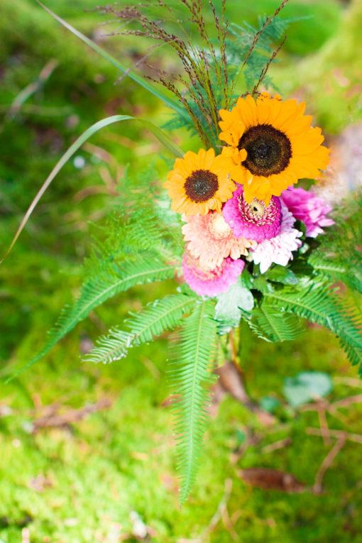 Jag har fotat en Älva och en Rockstjärna i skogen!- Brudbuketten med solrosor | photobymj.se