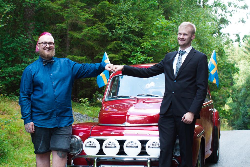 Jag har fotat en Älva och en Rockstjärna i skogen!- Porträtt brudgum med best man!   photobymj.se