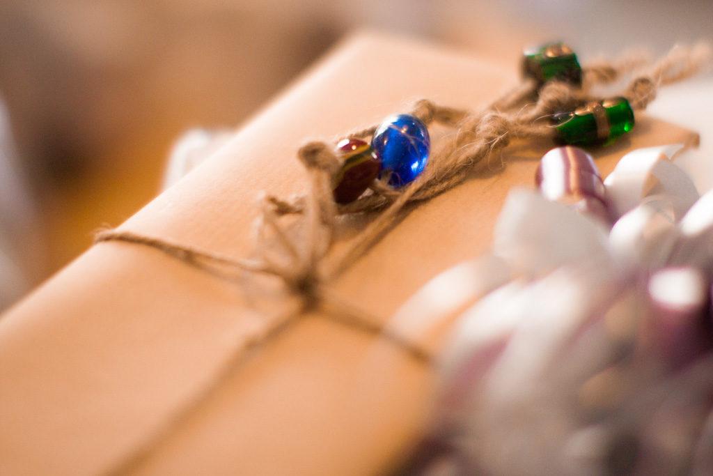 Jag har fotat en Älva och en Rockstjärna i skogen!- Presentbordet en viktig bröllopsdetalj! | photobymj.se