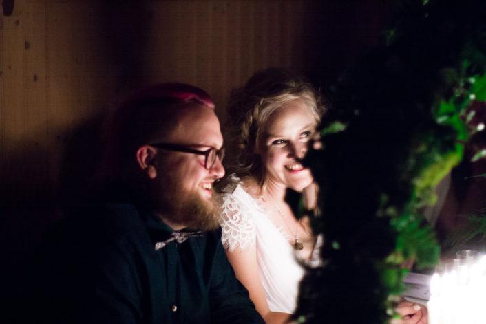 Jag har fotat en Älva och en Rockstjärna i skogen!- Bröllopslekar vid middagen! | photobymj.se