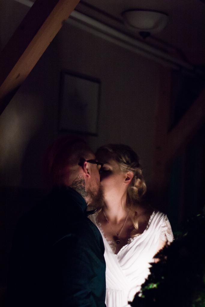 Jag har fotat en Älva och en Rockstjärna i skogen!- lekar vid bröllopsmiddagen! | photobymj.se