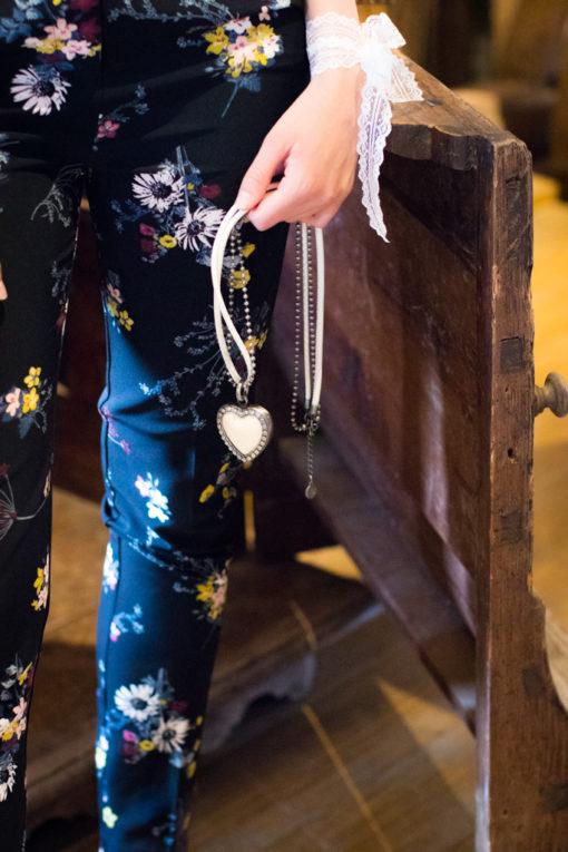 Kompisbilder - BFF's forever and ever - Närbild smycken | photobymj.se