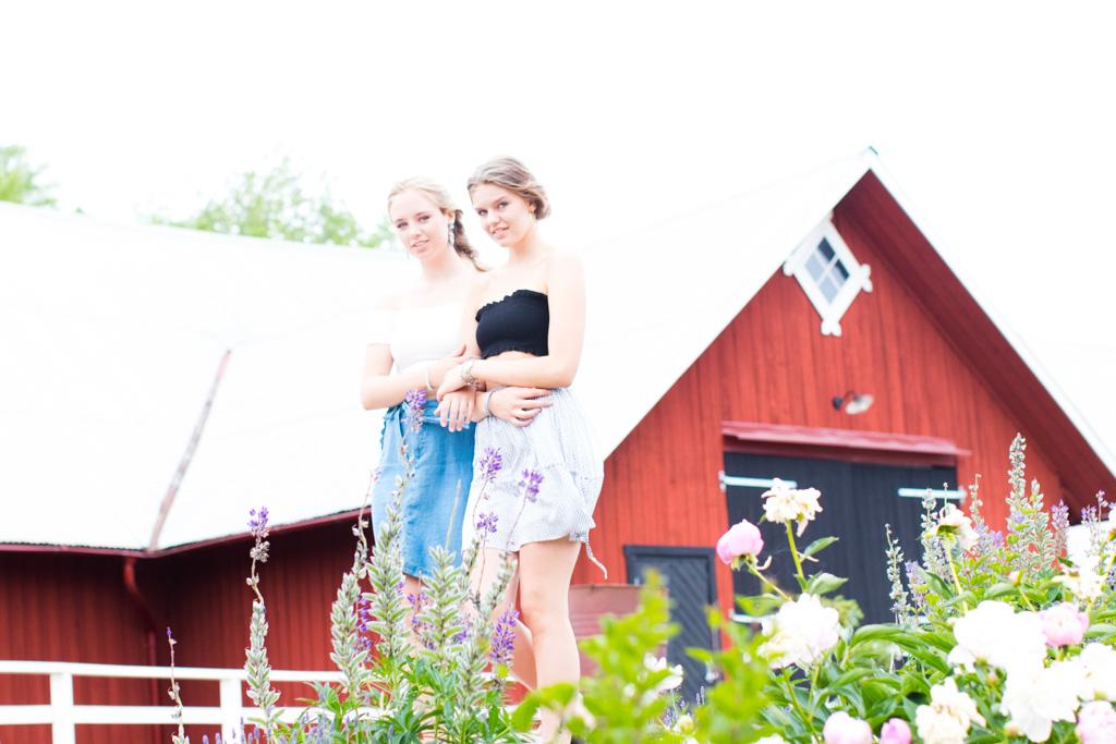 Kompisbilder - BFF's forever and ever - Porträtt gåendes | photobymj.se