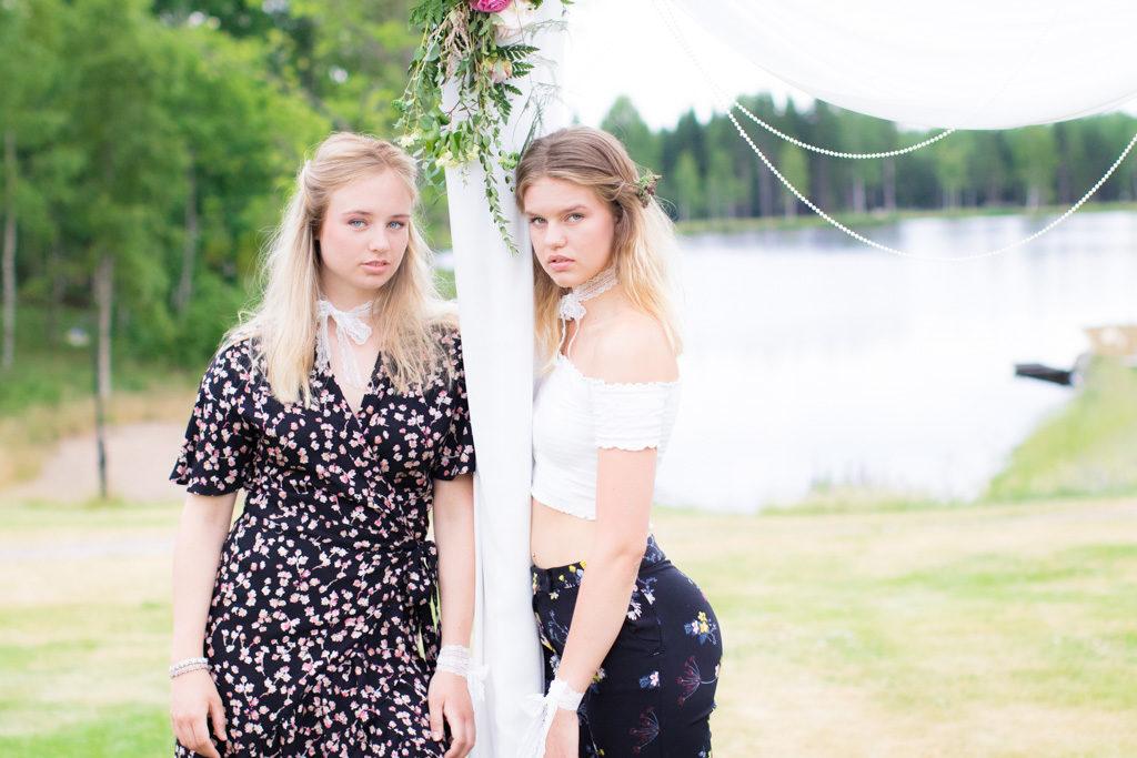 Kompisbilder - BFF's forever and ever - Porträtt i utomhusmiljö | photobymj.se