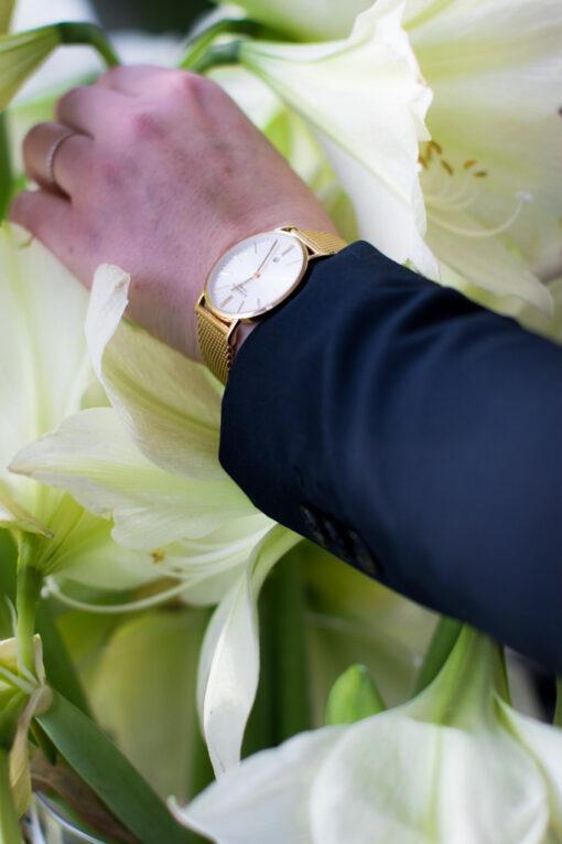 En Wedding Planner bland palmerna, på Palmhuset i Göteborg - Detaljbild på klocka och blommor | photobymj.se