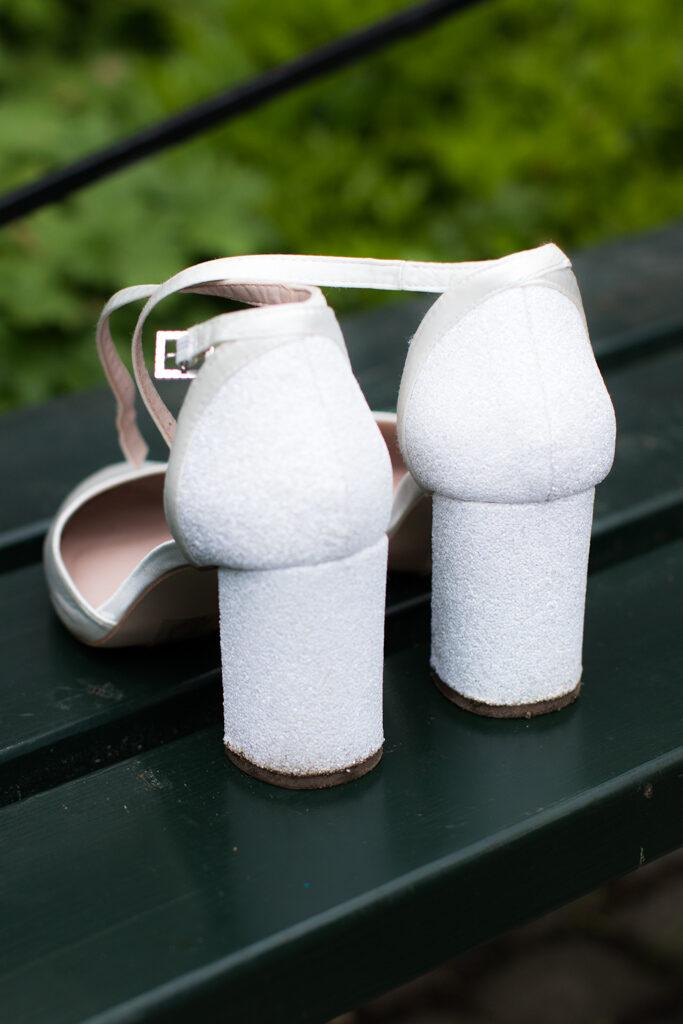 Bröllopsskor- Närbild på dina vackra bröllopsskor | photobymj.se