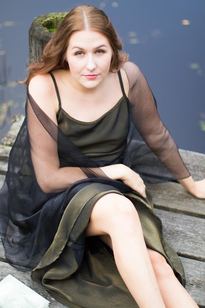 Emmy - Modellbild vid sjön | photobymj.se