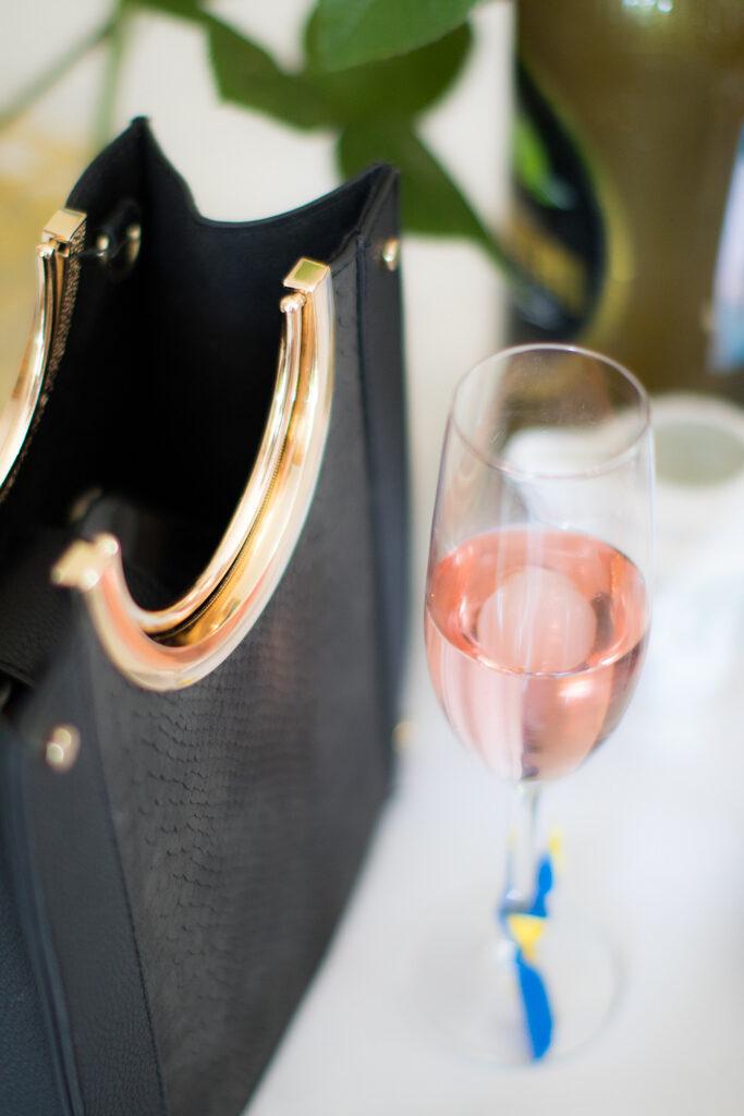 Studentporträtt- En vacker väska som accessoar | photobymj.se
