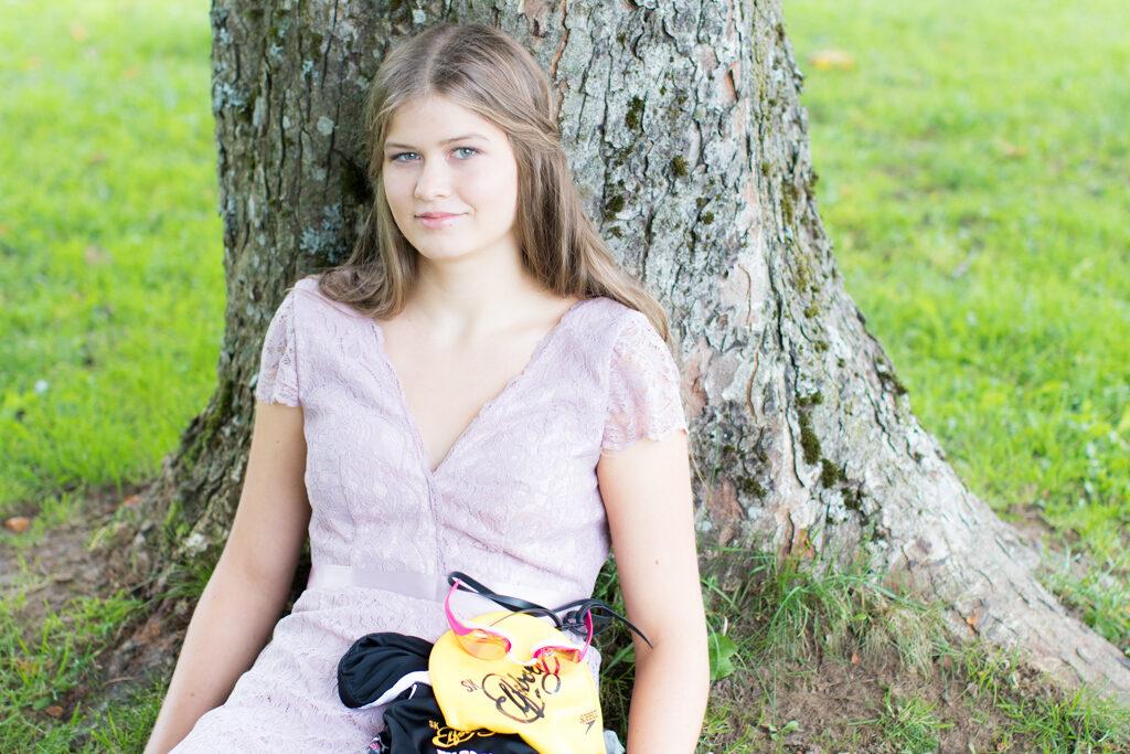 Sarah - Förbereder sig under trädet | photobymj.se