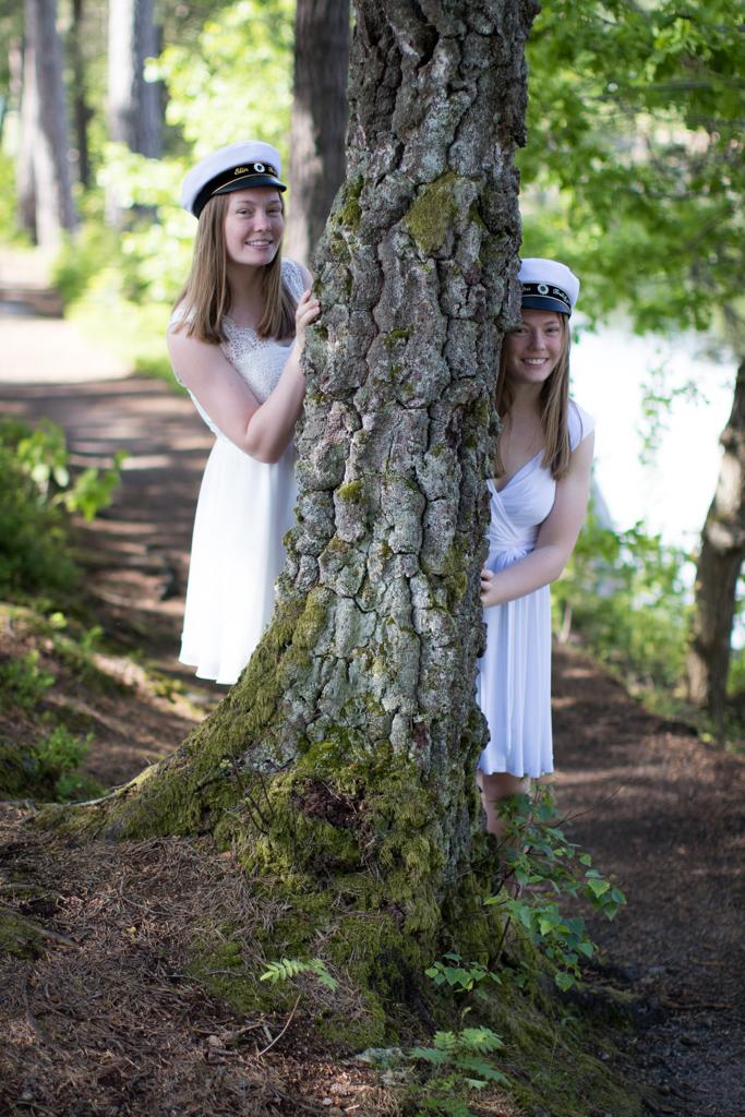 Student 2020 - Student tvillingar Porträtt I naturen | photobymj.se